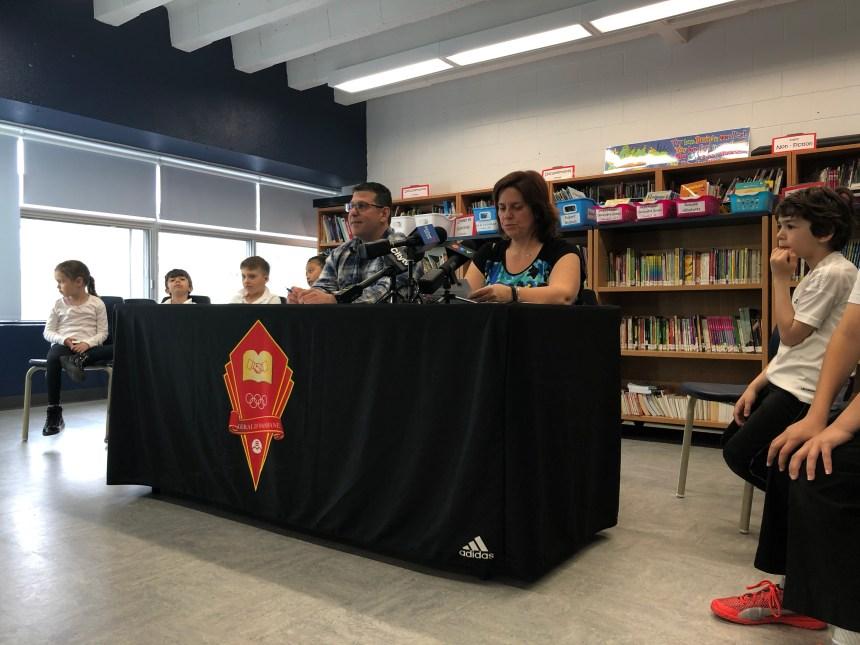 Les parents d'écoles anglophones menacées proposent la cohabitation