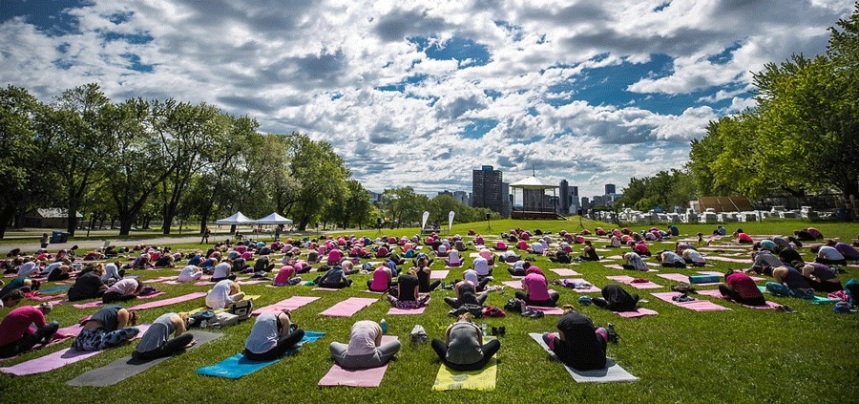 Du yoga philanthropique sur le mont Royal