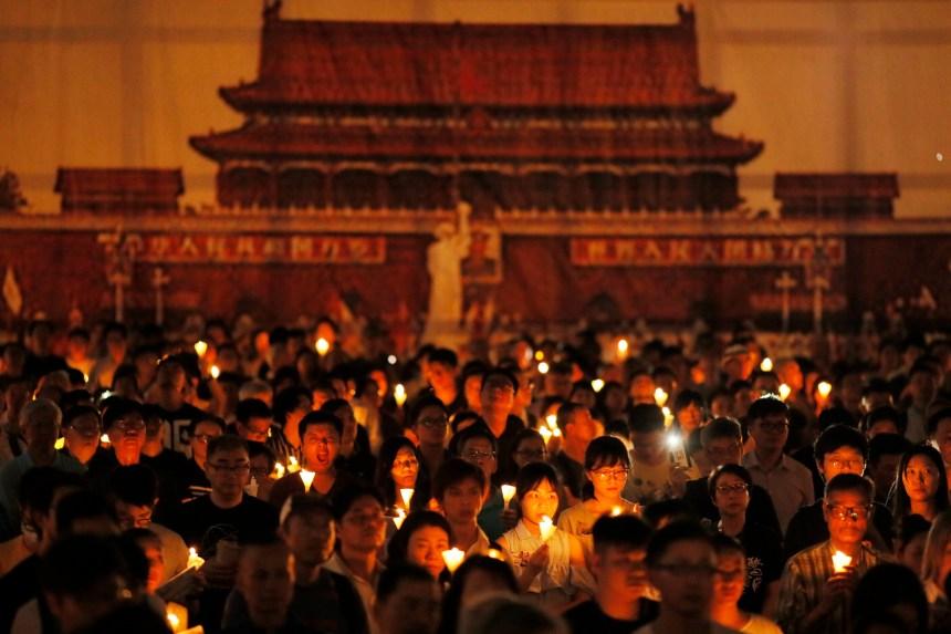 Chine: des Hongkongais inquiets pour leurs libertés commémorent Tiananmen