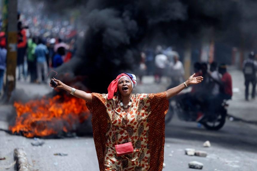 Haïti: des milliers de manifestants réclament la démission du président