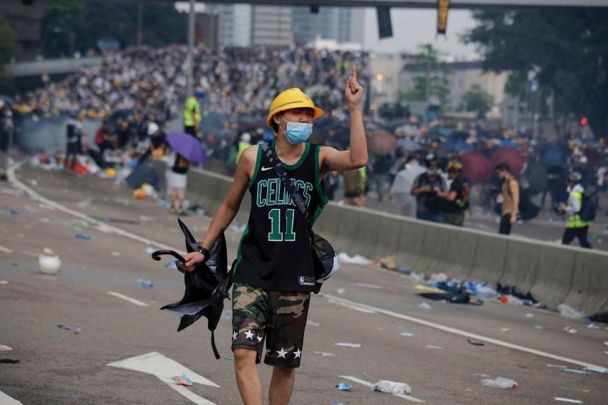Hong Kong: affrontements entre manifestants et policiers
