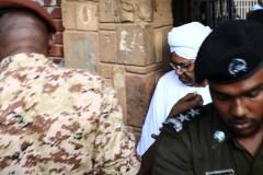 Soudan: le président déchu Omar el-Béchir déféré au parquet