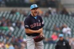 Trevor Bauer blanchit les Tigers et les Indians l'emportent 8-0