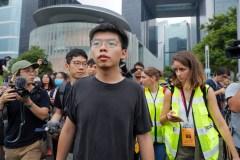 Hong Kong: Joshua Wong, libéré, rejoint la mobilisation contre l'exécutif