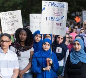 Des manifestants contre la loi sur la laïcité à Montréal et à Québec