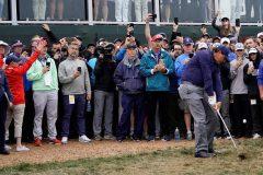 Une voiturette de golf heurte cinq personnes à l'Omnium des États-Unis