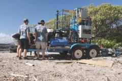 Une machine québécoise pour nettoyer le plastique sur les plages