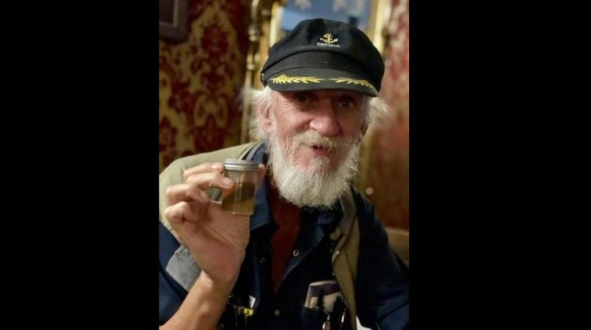 Un coureur britannique fait don de son gros orteil pour un cocktail du Yukon