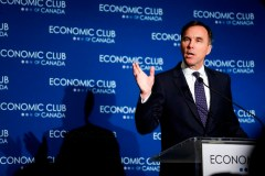 Bill Morneau reconnaît le scepticisme mais s'engage à construire Trans Mountain