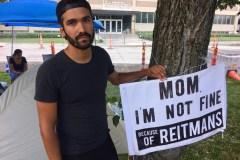 L'influenceur derrière «Mom, I'm fine» récupère sa marque de commerce au Canada