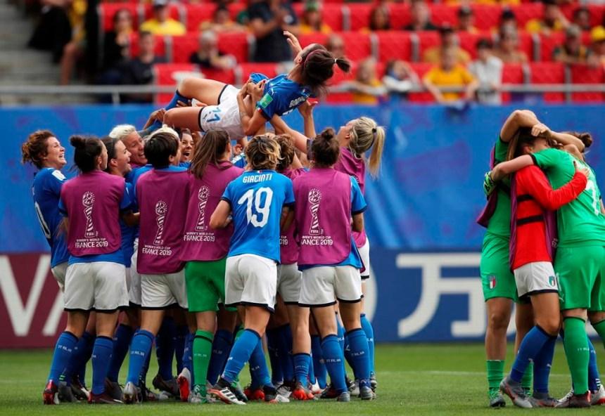 Un doublé de Bonansea guide l'Italie à un gain surprise, 2-1 contre l'Australie