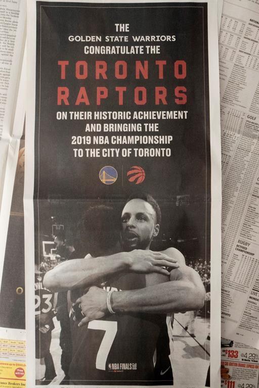 Les Warriors félicitent les Raptors avec une publicité d'une pleine page