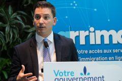 Dans un an, le français comme langue de communications quasi-«exclusive» de l'État