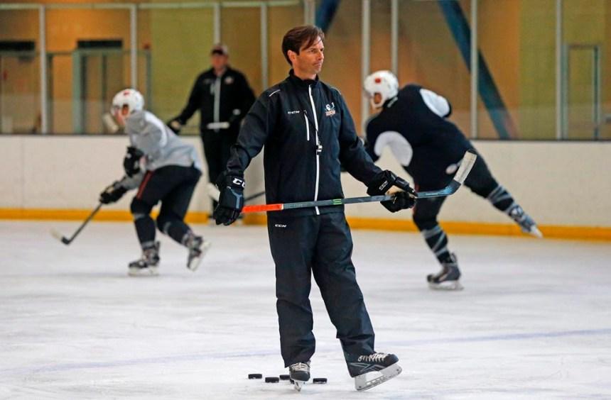 Les Ducks d'Anaheim confient le poste d'entraîneur-chef à Dallas Eakins