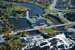La Ville d'Ottawa décerne son honneur le plus prestigieux à l'avocat Ronald Caza