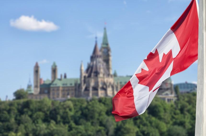 Un comité multipartite recommande à Ottawa d'envisager le revenu garanti
