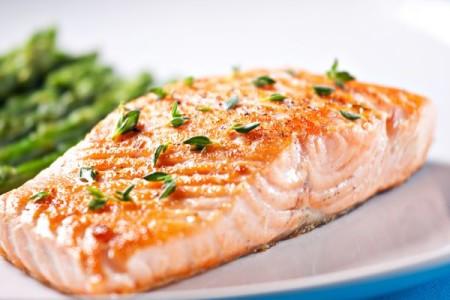 Manger du poisson environ 3 fois par semaine réduirait le risque de cancer colorectal