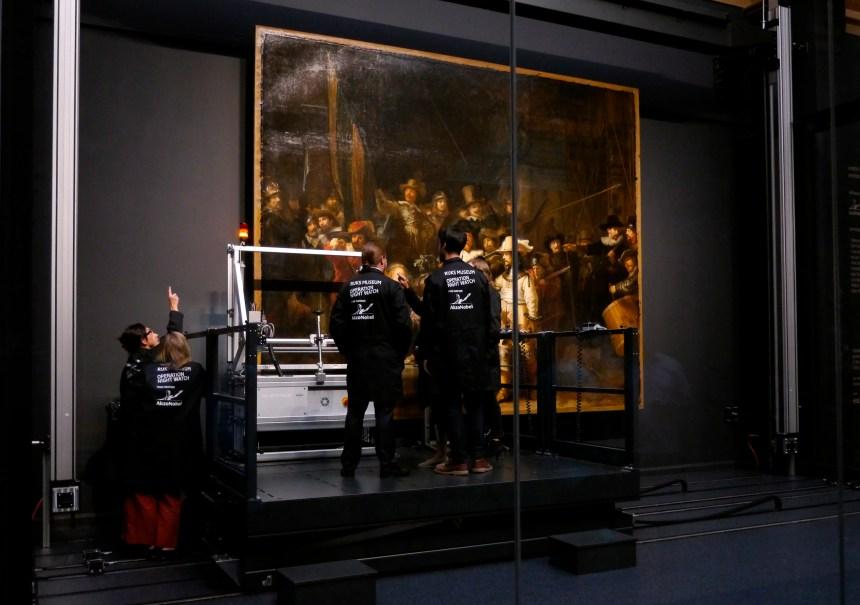 Pays-Bas: La Ronde de nuit de Rembrandt restaurée en public