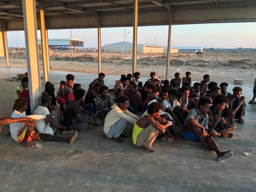 Libye: les corps de 62 migrants repêchés après le naufrage de leur navire