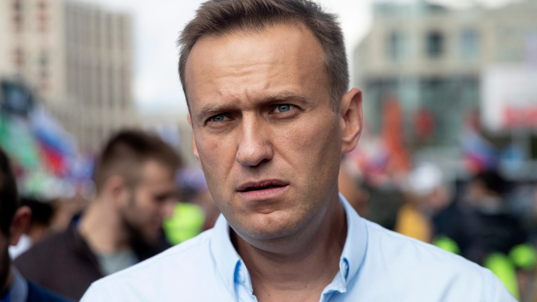Alexeï Navalny, principal opposant de Vladimir Poutine, devant une foule.