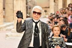Fendi rend hommage à Karl Lagerfeld