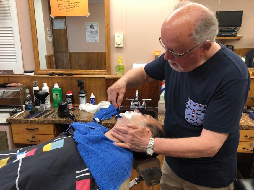 Un coiffeur du coin avec 64 ans de loyaux services