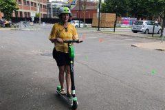 Les trottinettes électriques à Montréal ne pourront circuler sur les trottoirs