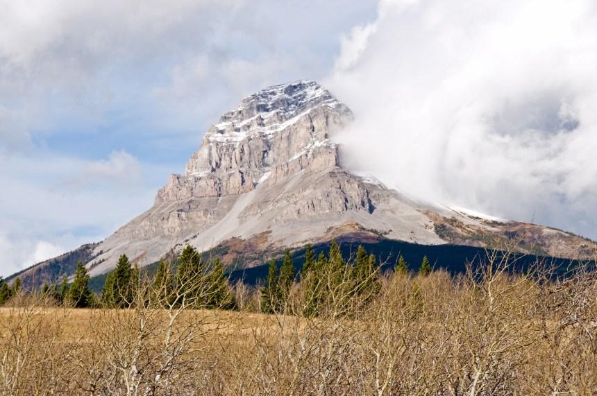Un homme meurt après une chute sur une montagne de l'Alberta