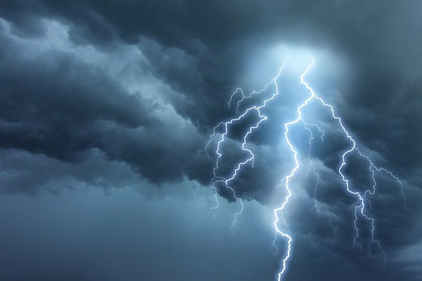 Avertissement d'orage violent à Québec: le FEQ interrompt sa programmation