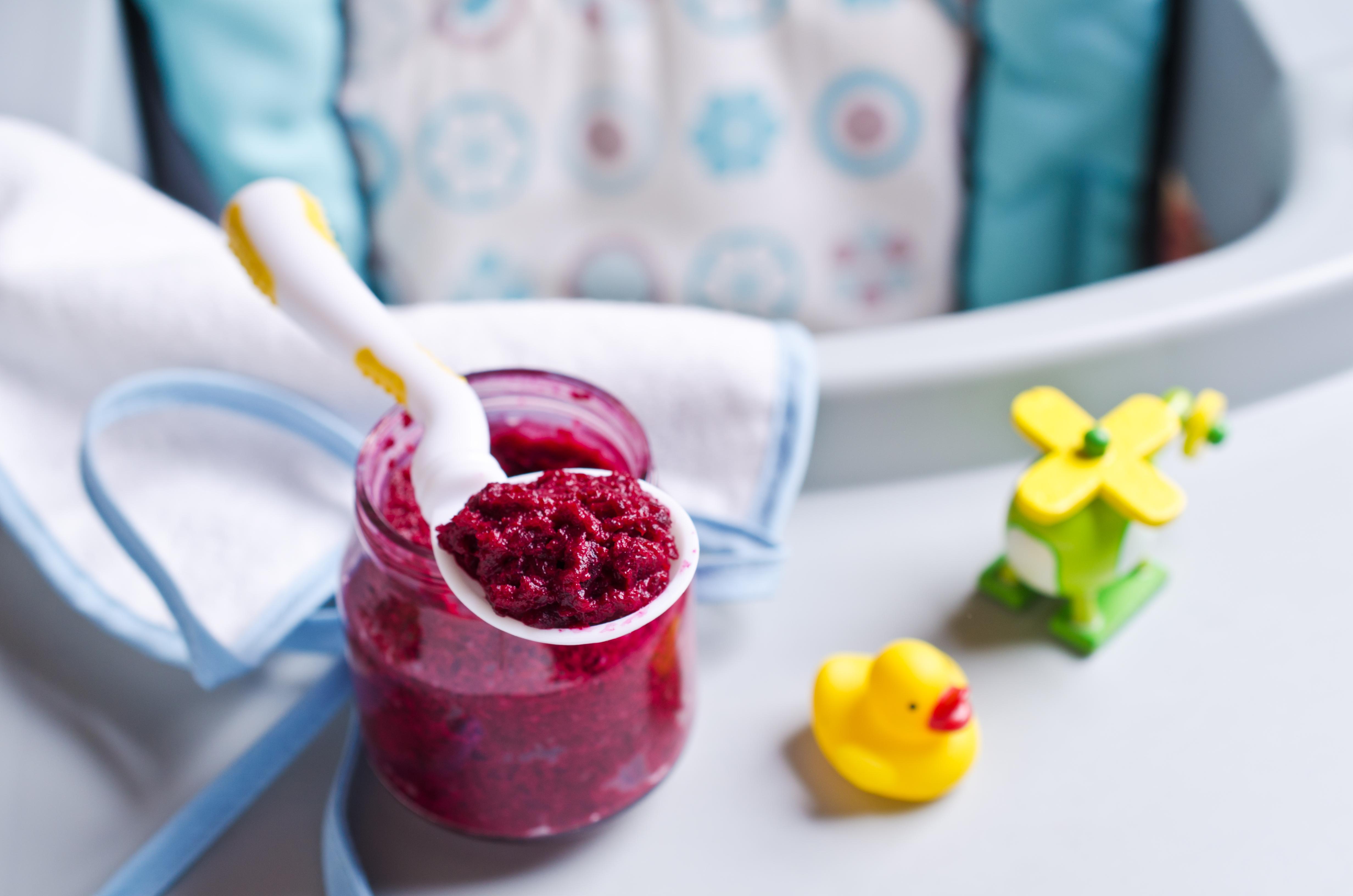 Des aliments pour bébés sont trop sucrés, affirme l'OMS