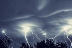 Québec: veilles d'orages violents émises mardi matin pour plusieurs régions