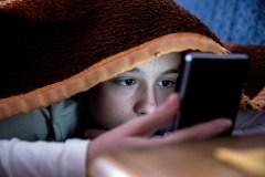 Un usage abusif des réseaux sociaux et de la télévision pourrait favoriser la dépression chez les ados