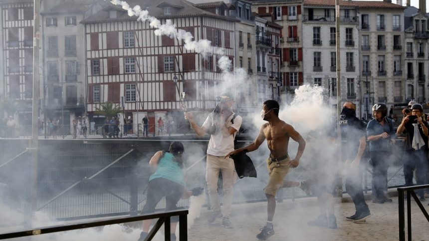 G7: des manifestants investissent Bayonne malgré une forte présence policière