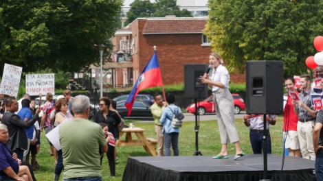 Des militants haïtiens perturbent le discours de lancement de campagne de Mélanie Joly