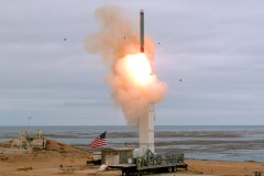 Essai d'un missile américain: Moscou et Pékin crient à l'escalade militaire