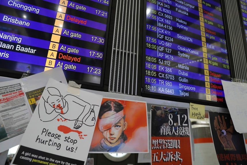 Hong Kong: annulation de tous les vols en raison d'une immense manifestation à l'aéroport