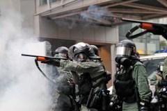 Hong Kong: la police se défend après un tir de sommation