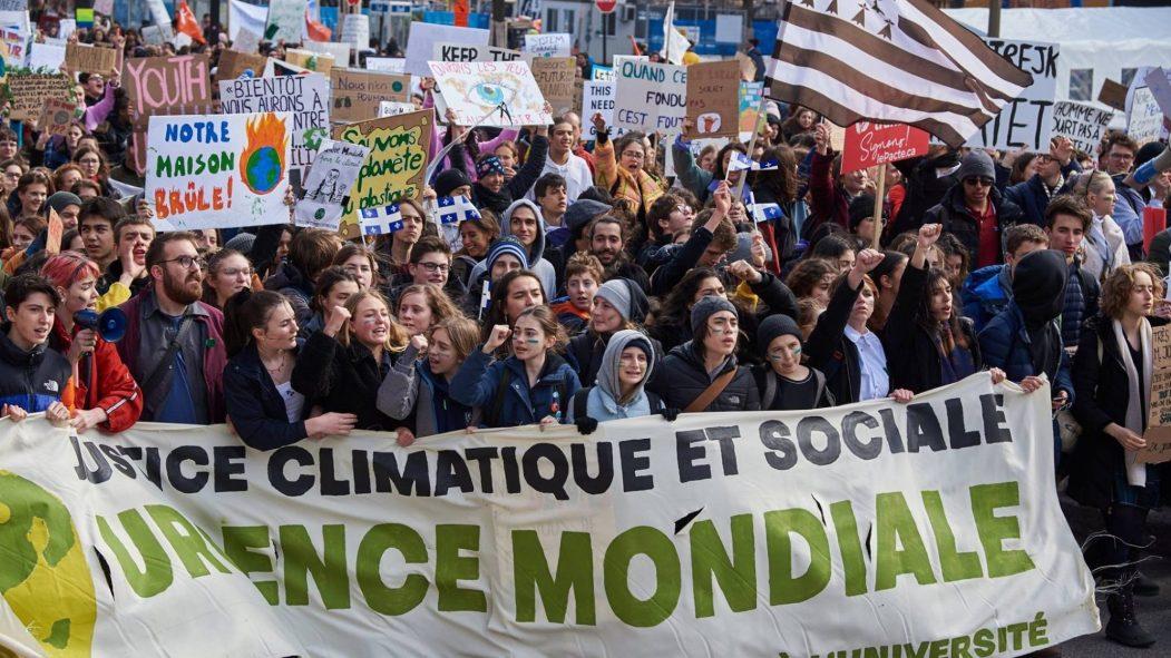 Des étudiants en grève manifestent pour le climat, le 15 mars.