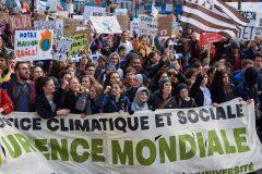 En colère, les étudiants de la province rejettent GNL Québec
