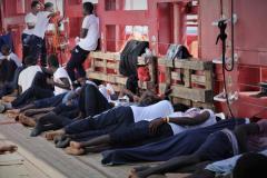 Après une longue attente, les 356 migrants de l'Océan Viking autorisés à débarquer