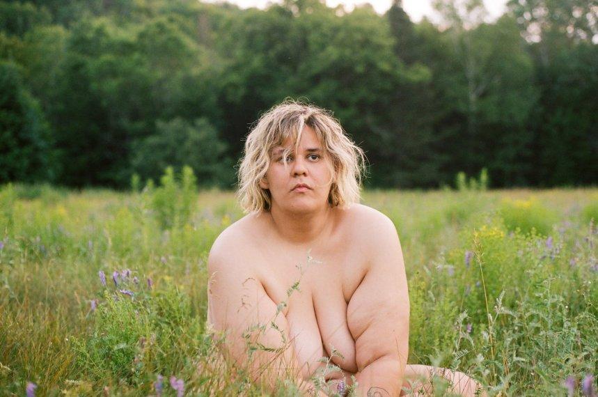 Safia Nolin se met à nu pour «voir les corps d'une façon neutre»
