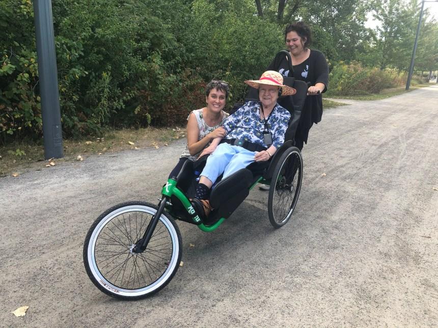 CHSLD Légaré: des vélos adaptés pour se balader dans le quartier