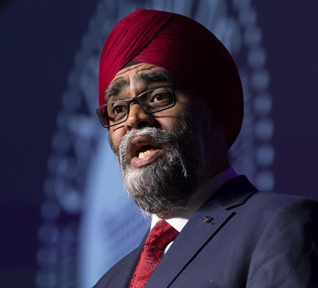 Le ministre Sajjan demande une enquête sur le racisme au sein de l'armée