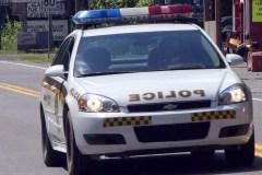 Un conducteur accidenté abandonne sa passagère grièvement blessée