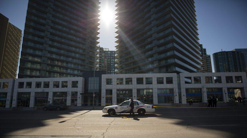 Toronto blâme les gangs de rue pour la fusillade qui a blessé quatre hommes