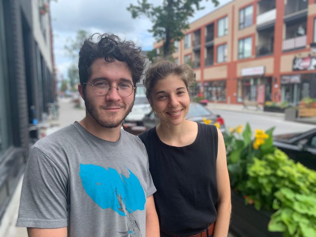 Léa Ilardo (à droite) et Léonard Leclerc, de La Planète s'invite à l'université