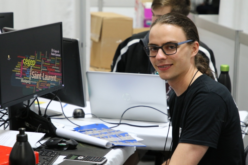 Un diplômé du cégep de Saint-Laurent prend la route de la Russie