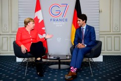 À l'invitation du président Macron, un ministre iranien atterrit au G7