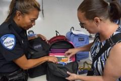 Aider les jeunes, un sac à la fois