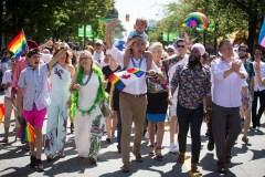 Trudeau, Singh et May marchent ensemble au défilé de la Fierté de Vancouver